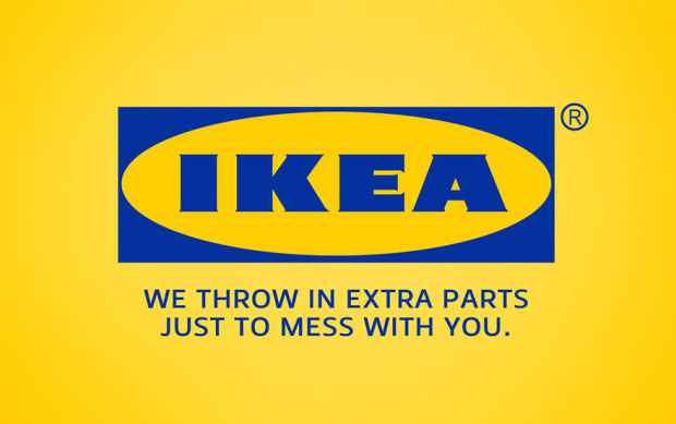 """Az IKEA logója alá az """"Extra tartozékokkal dobunk meg, csakhogy az agyadra menjünk."""" szöveg került."""