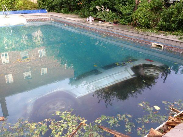 jeep-swimming-pool-01