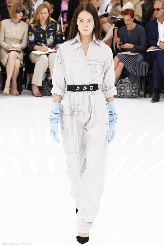 Rajzák Kinga a Dior couture kezeslábasában.