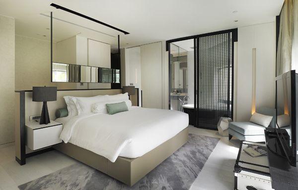 """A kissé közhelyes, de mindig működő """"Otthon, távol az otthontól"""" koncepcióra hagyatkozó tervezők olyan népszerű bútorgyártó cégektől rendeltek bútorokat a szállodába, mint a családi vállalkozásként működő olasz B&B, a torinói székhelyű Poltrona Frau valamint a szőnyegekben utazó Moroso."""