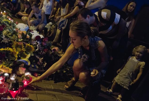 A holland nagykövetségnél helyeznek el virágot az elhunytak emlékére