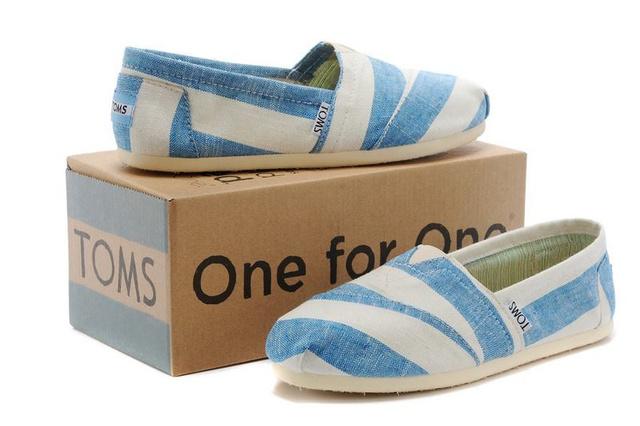 A NON+ boltokban, azaz a MOM Parkban és a Madách Imre út 10-ben 22990 forintot kell fizetni egy pár cipőért.