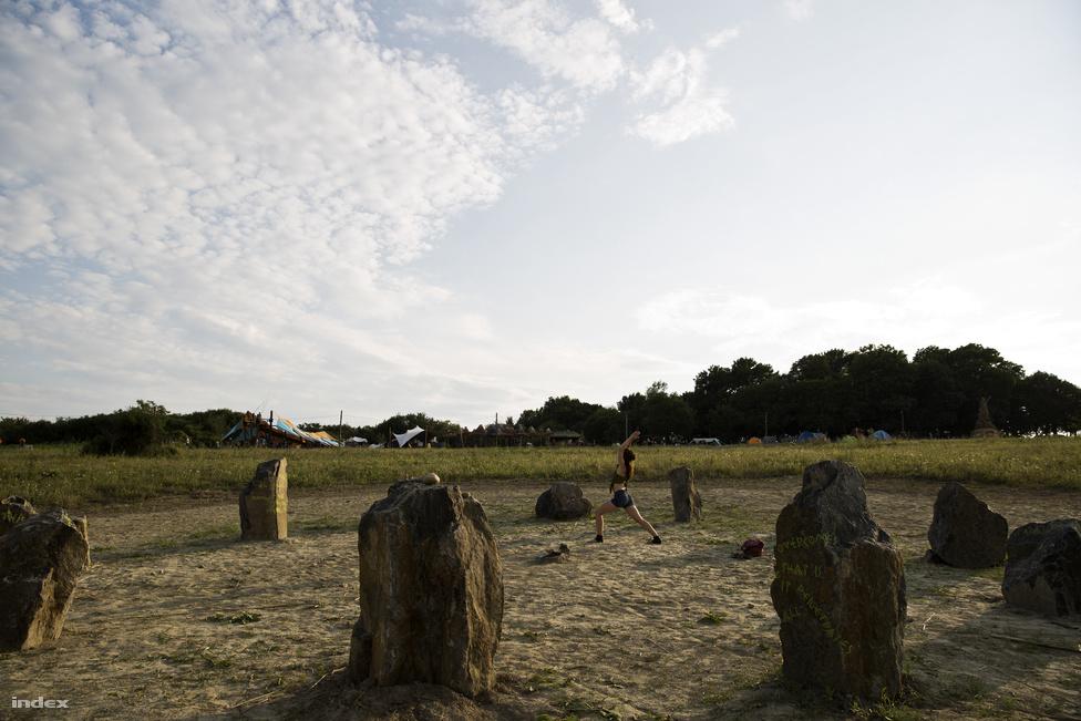 A fesztivált második alkalommal rendezték meg a Nógrád megyei Csobánkapusztán, Bercel mellett. Tavalyhoz képest több újdonság is volt, például ez a Stonehenge-szerű kőhalom, valamint hogy itt is bevezették a Metapay rendszert, ami miatt többen szívták a fogukat, mert szinte csak alkoholt lehetett venni vele, ezen a fesztiválon pedig az fogy a legkevésbé.A tavalyi minimális dekorhoz képest idén voltak óriásgombák, tóban felállított napinstalláció, és nagyszínpad is sokkal színesebben vibrált. Nem meglepő, hogy a szervezők nagy hangsúlyt fektettek a látványra, egy ilyen fesztiválon a látvány különösen fontos, ami a résztvevők saját megjelenésén is látszik.