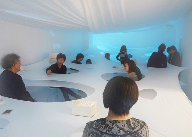 Kotaro Horiuchi Fusionner 1.0 néven futó installációját a nagoyai White Cube galéria egyik termében építette meg.
