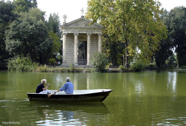 A Villa Borghese kertje: a csónakázás már pénzbe fog kerülni, de a tóparti andalgás ingyen van