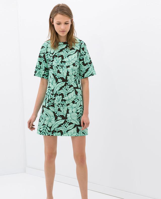 Csaljon mintával! Ez a ruha most egyébként is akciós a Zarában, 5995 forintba kerül.