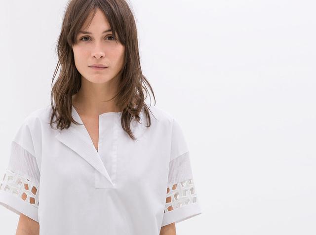 Íme egy érdekes textúrájú, izzadás-kompatibilis ruha! Zara, 5995 forint.