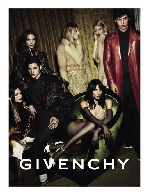 Számítottunk rá, hogy a Chanel és a Marc Jacobs kifutóján is helyet kapó modellt leszerződteti valamelyik neves divatház a szezonban.