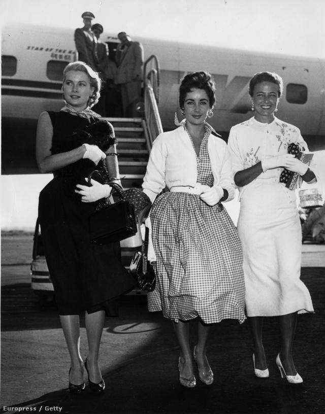 1955-ben a New York-i Nemzetközi Repülőtérre érkezett meg Grace Kelly, Elizabeth Taylor és Lorraine Day, akik mindhárman fehér kesztyűvel egészítették ki utazós szerelésüket.