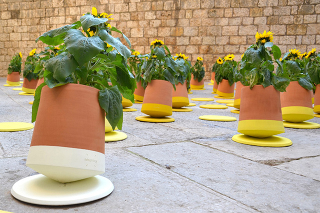 bag-disseny-livingthings-rolling-flower-pots-designboom-06