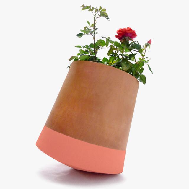bag-disseny-livingthings-rolling-flower-pots-designboom-01