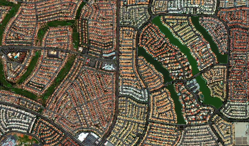 Las Vegas egyik kusza lakónegyede a nevadai sivatagban.