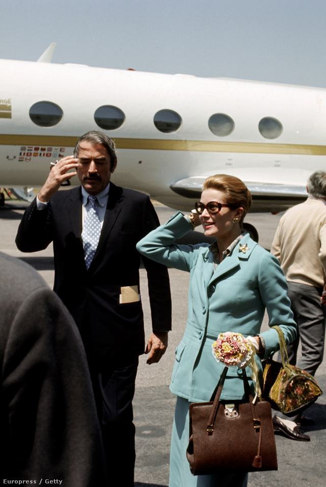 1971: Grace Kelly még a repülőtéren sem engedett hollywoodi dívás stílusából.