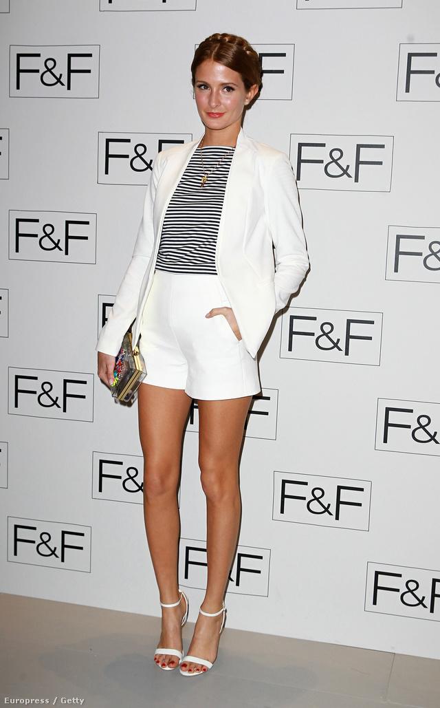Millie Mackintosh az F&F londoni divatbemutatóján egy lazán elegáns összeállításban jelent meg.