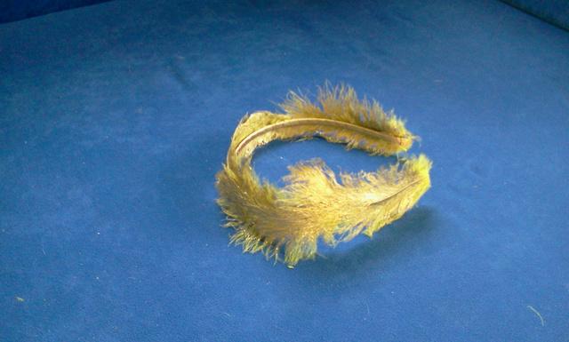 mindkét oldalon fokozatosan felfelé haladva borítsa be a hajpántot.