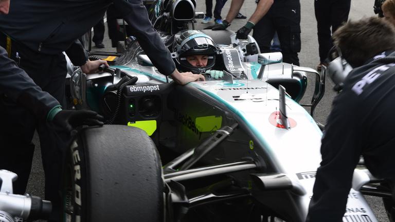 Rosberg és Hamilton egymásnak feszül Spában