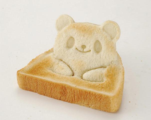 Bár nekünk eddig semmilyen hiányérzetünk nem volt a reggeli a pirítósunkkal kapcsolatban, a japánok azonban úgy tűnik, hogy megelégelték az unalmas, hétköznapi kenyér szeletet.