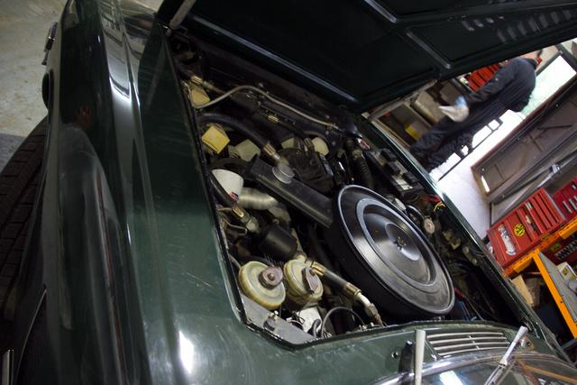 Ez egy teljesen eredeti, háborítatlan motortér