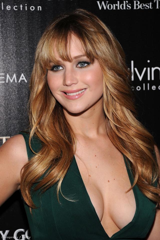 Jennifer Lawrence, amikor éppen van rajta ruha