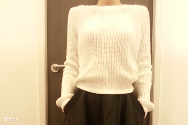 H&M: A fehér pulóver itt 5990 Ft, a igazán őszre és télre való midiszoknya pedig 12990 Ft.