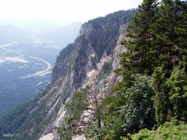 Ez itt a Villaci Alpok. Ön papucsban vagy túrabakancsban indulna el ide?