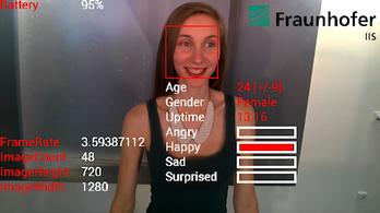 Látja a Google Glass, milyen kedvünk van
