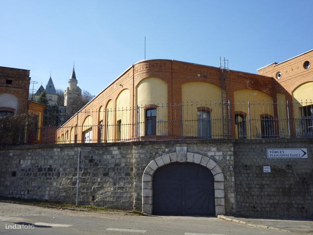 A Törley pezsgőpincészet ikonikus épülete