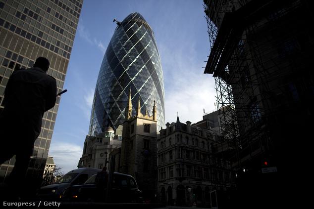 Norman Forster egyik ismert munkája a londoni 30 St Mary Axe, becenevén Az uborka