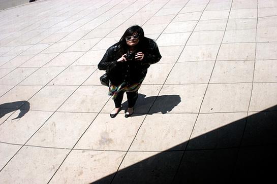 """""""Nem emlékszem túl jól arra a napra, ahogy az aznapi szerelésemre sem, de az biztos, hogy az egy nagyon szeles május végi nap volt chicagói Bean Millenium Parkban. Leggings biztos, hogy volt rajtam, mivel az képezte a ruhatáram nagy részét akkoriban. Általában szoknyával vagy ruhával hordtam, de ez a stílus éppen az, amit száműztem a gardróbból az évek során."""" - mondja Nicoletta Mason."""