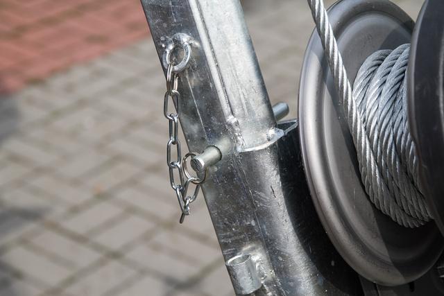 Ha be van tolva a biztosító csap, nem lehet baj a kötélszakadásból