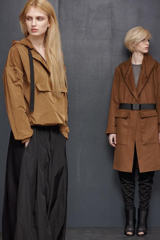 A dzsekik és szövetkabátok a kollekció legerősebb darabjai.