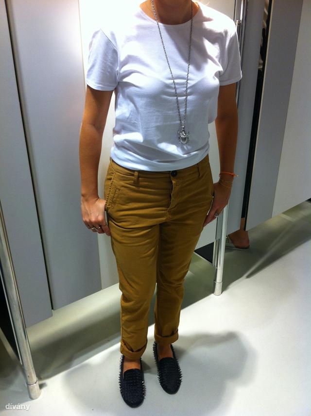 New Yorker: Több színben és nyakkivágással is van póló és csak 890 Ft. A nadrág is férfigatya, de az tízszer ennyibe kerül.