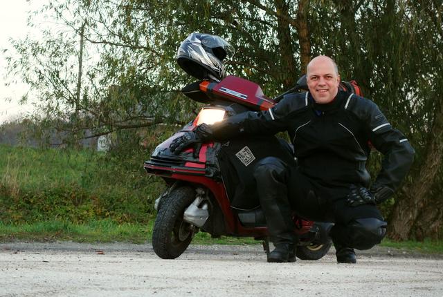 Hazafelé Tatáról a kiváló Kirov/Altay-ban, a legalább oly kiváló Tucano Urbano alatt, a még kiválóbb, bő 25 éves Honda Spacy-vel. Isteni volt, pedig novemberben már nincs meleg