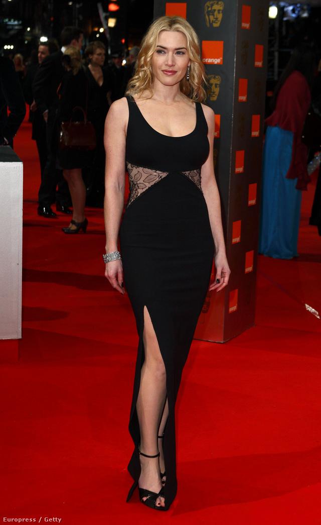 Kate Winslet csipkepanellel betoldott lábvillantós ruhában a 2010-es BAFTÁN.