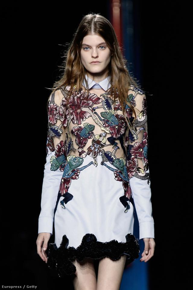 Az egyedi nyomataival ismertté vált Katrantzou nőies  ruháit  azóta minden szezonban több, mint 200 üzletbe rendelik meg a világ 50 országából.