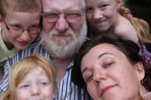 A család. A kép egyébkéánt Várpalotán készült, mert azért belföldön is mozgunk.
