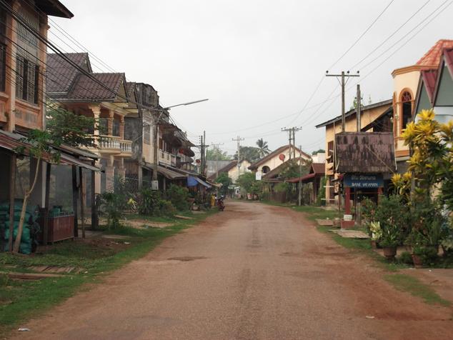 Bár nem volt kérdés, de kedvenc országom Laosz, azon belül is kedvenc helyem Champasak. Mert ott jó.