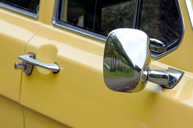 A vonóhorog miatt muszáj volt feltenni a jobb oldali tükröt