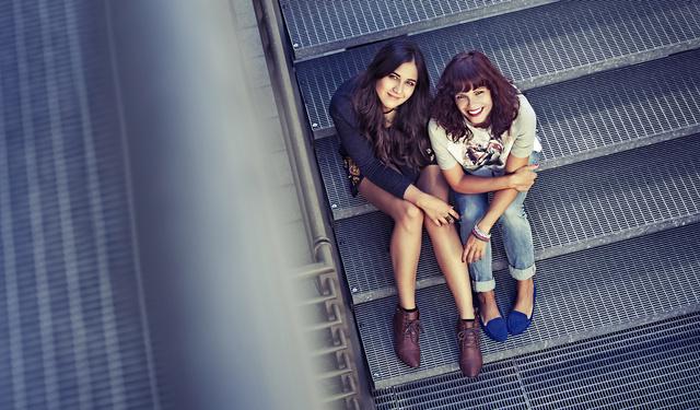 Kata és Berta párosa alkotja a Fashion Donort