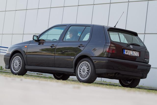 A VR6-osból készült három- és ötajtós, kevés Variant, valamint kézi- és automataváltós kivitel is. A Cabrióba nem tették a legnagyobb motorokat