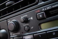 A Gamma rádió finom kis darab. Jó, hogy nincs újabb rádió ebben a VR6-os hármas Golfban