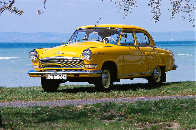 totalcar magazine classic and beloved a volga no doubt but why is it yellow. Black Bedroom Furniture Sets. Home Design Ideas