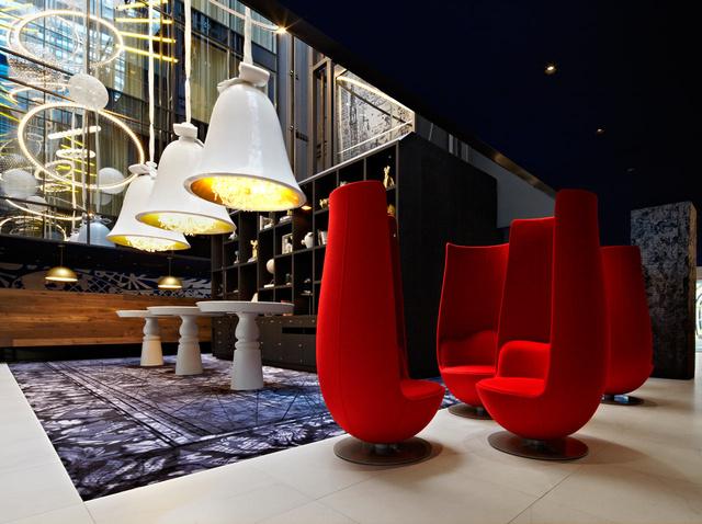 Átlagosan 350 euróért (110.000 forint) már megszállhatunk Amszterdam egyik legmodernebb folyóparti szállodájában.