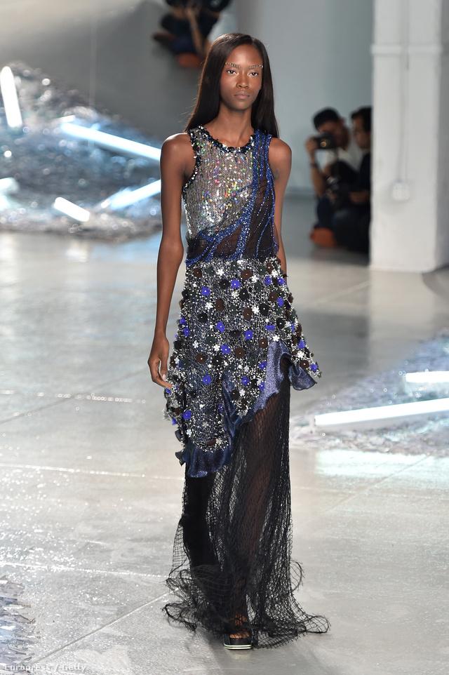 Ez a Rodarte ruha több mint 5 millió forintba kerül
