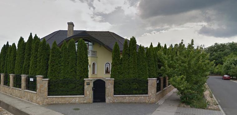 A Szijjártó Péter által most megvett, 400 négyzetméteres dunakeszi ház.