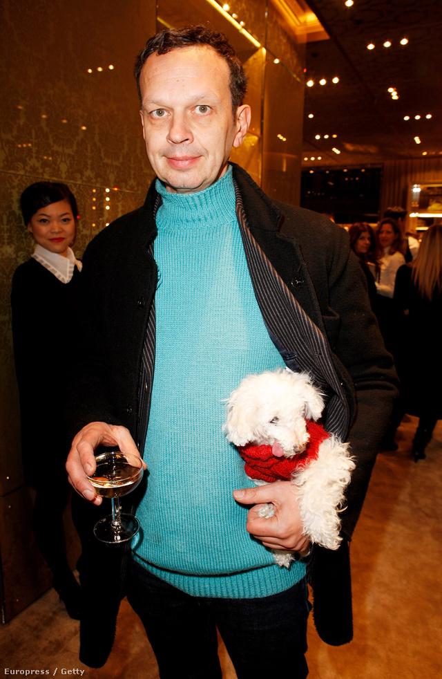 Tom Dixon és az ő menhelyről befogadott kutyája