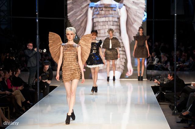 2012-ben a legjobb kortárs öltözék díját Farkas Anett kapta Zsindely elnevezésű kollekciójáért.