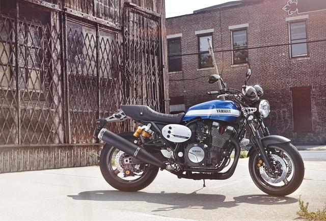 2015-Yamaha-XJR1300-03