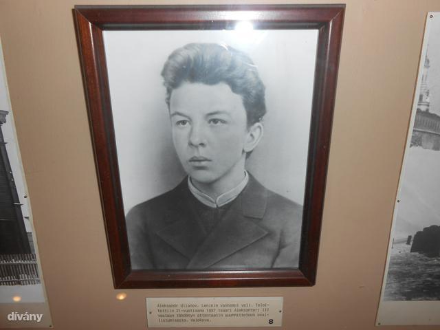 A kis Vlagyimir. Tamperében többször is járt Lenin, a múzeum ezért bemutatja az életét, igen kedvesen.