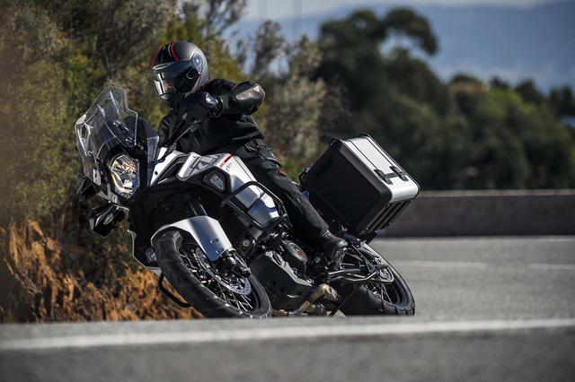2015-KTM-1290-Super-Adventure-09